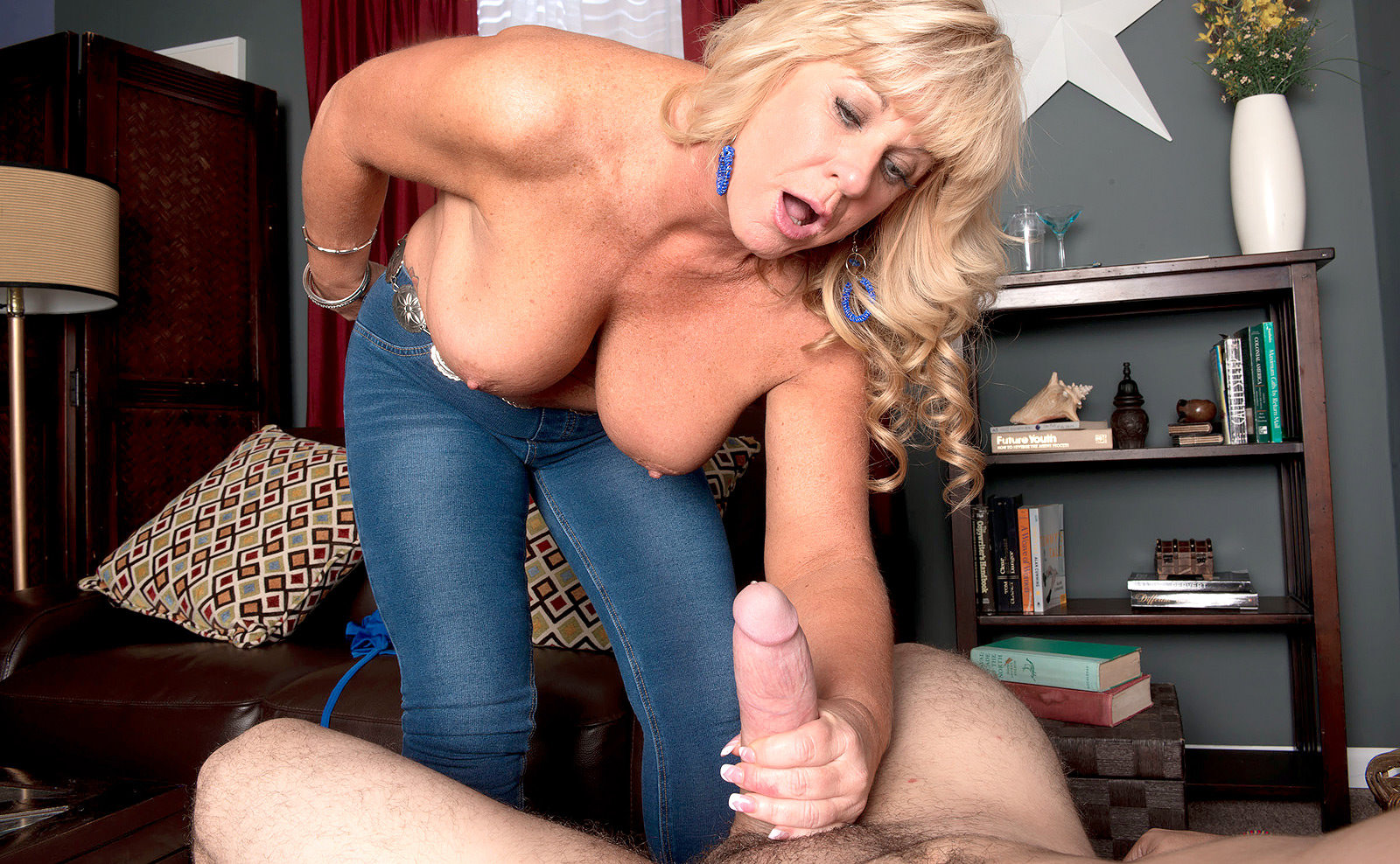 Chubby blonde uses dildo and squirts